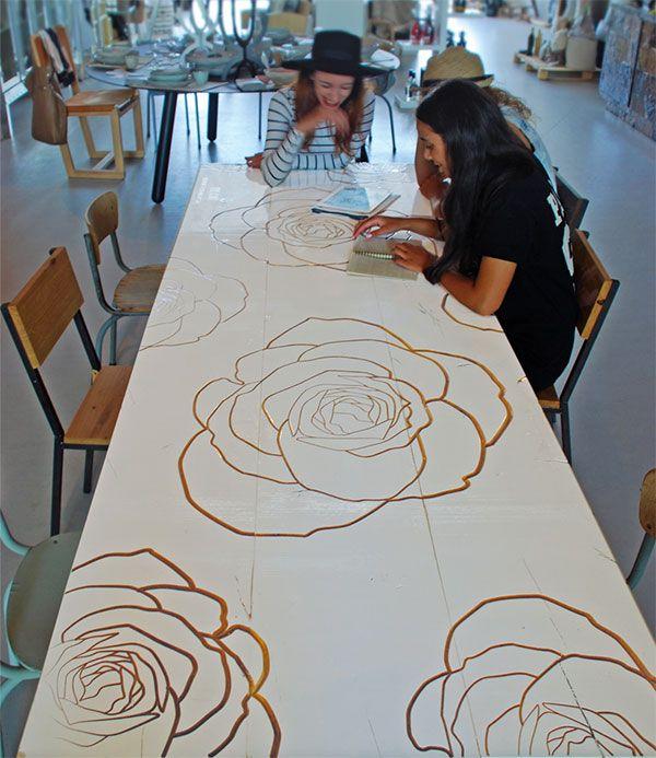 gefreesde tafel, nadat deze geschilderd was!!! Leuk idee!!