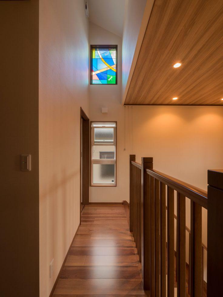 パナソニック耐震住宅工法テクノストラクチャーで建設されたステンドグラスのある家:2階吹き抜け