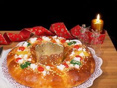 Roscón de Reyes. https://www.youtube.com/watch?v=gOULX8RiV68 También en mi Blog: http://lacocinadelolidominguez.blogspot.com.es/2014/11/roscon-de-reyes.html