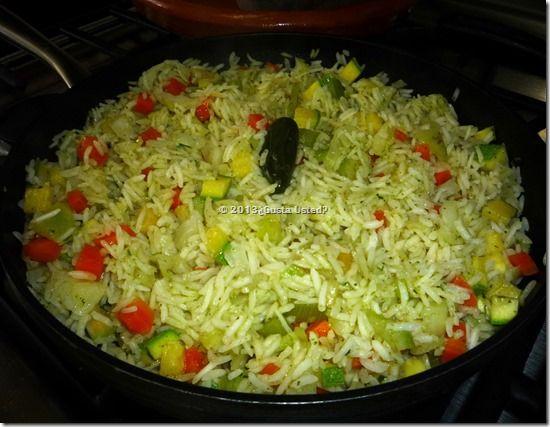 Arroz A La Jardinera con cilantro y perejil. Receta de delicioso arroz - Me encanta el arroz, soy arrocera de corazón y siempre estoy ideando cómo hacerlo diferente. Les comparto este arroz de un color verde muy tenue, casi blanco, por el recaudo que lleva. Es muy sabroso y diferente. Ponle suficiente perejil y cilantro para formar un recaudo.