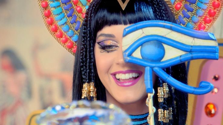 "Katy Perry - Dark Horse (feat. Juicy J) (Official) ft. Juicy J has some killer Production Design... wish I was on that set... ""I'd dare to do this."""