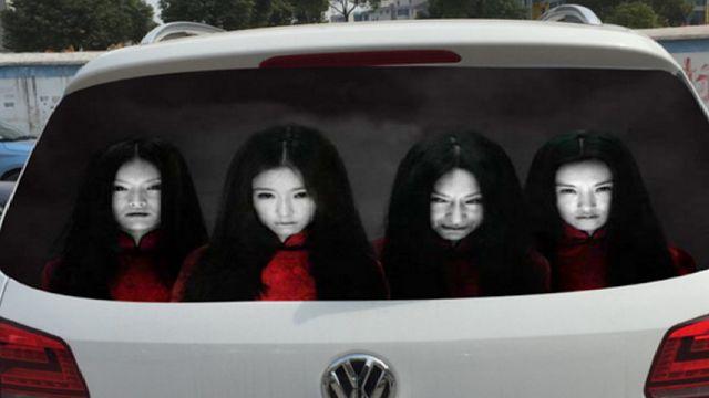 Gambar pemilik kereta di China tampal sticker hantu untuk takutkan pemandu yang guna lampu tinggi   Pemandu kereta di China menggunakan cara kreatif iaitu dengan menampal sticker hantu reflektif pada cermin belakang kenderaan mereka untuk menakut-nakutkan pemandu lain yang menggunakan lampu tinggi ketika memandu.  Namun pemandu yang menggunakan teknik mengejutkan itu boleh dikenakan hukuman kerana boleh menyebabkan bahaya di jalan raya kata agensi berita Xinhua.  Gambar pemilik kereta di…