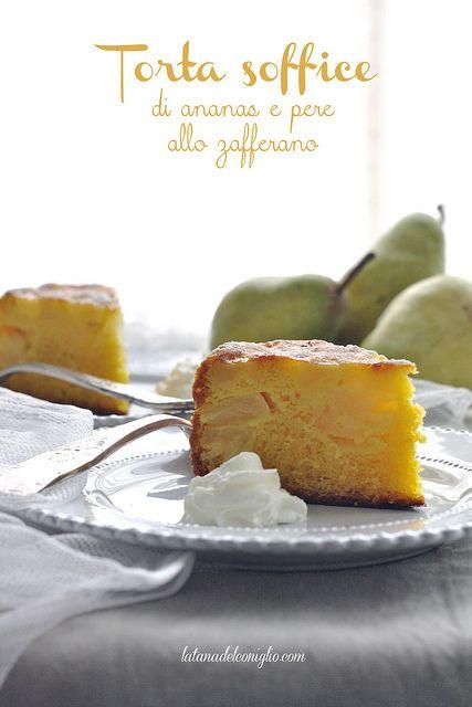 Torta soffice di ananas e pere allo zafferano all'olio d'oliva