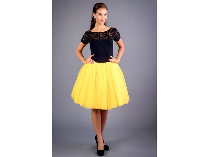 Dámská tylová tutu sukně hořčicová stylová tutu sukně v délce 50 a 60 cm spodní   neprůhledná vrstva ze saténu  3 vrstvy pevnějšího tylu pro požadovaný objem vrchní 2 vrstvy z jemného tylu příjemného na dotek součástí je i saténová stuha do pasu gumička v pase pro velikost 70 cm - 90 cm sukýnky jsou skladem, do 2 dnů vám dodáme