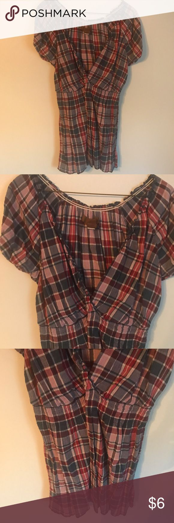 Old Navy Maternity Plaid Summer Short Sleeve Shirt Excellent condition. Cute plaid pattern. Old Navy Tops