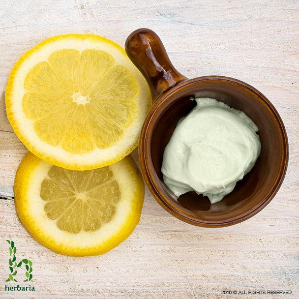 moisturising cream for oily skin with acne
