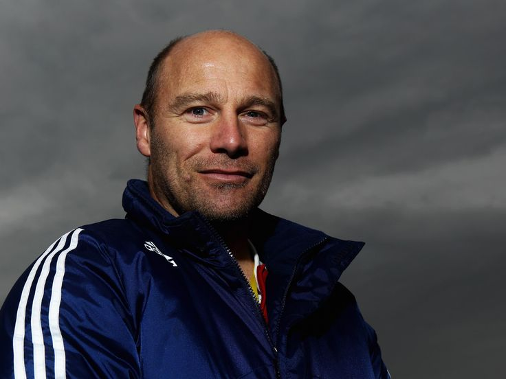 England hockey coach Danny Kerry suffers heart attack in South Africa