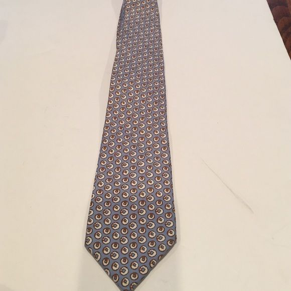 Vineyard vines Dreesen's Donut men's tie Vineyard vines Dreesen's Donut men's tie. From the custom collection this toe is made for the famous donut shop. In used condition but cannot locate any obvious flaws or stains. No trades Vineyard Vines Other