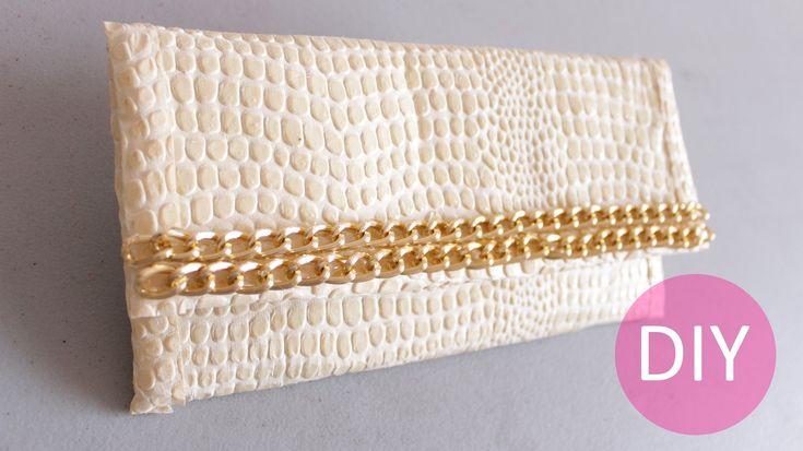 En este tutorial te muestro el paso a paso de cómo crear un hermoso bolso de mano a la moda. ¡Decídete a lucir este bonito accesorio! Los…