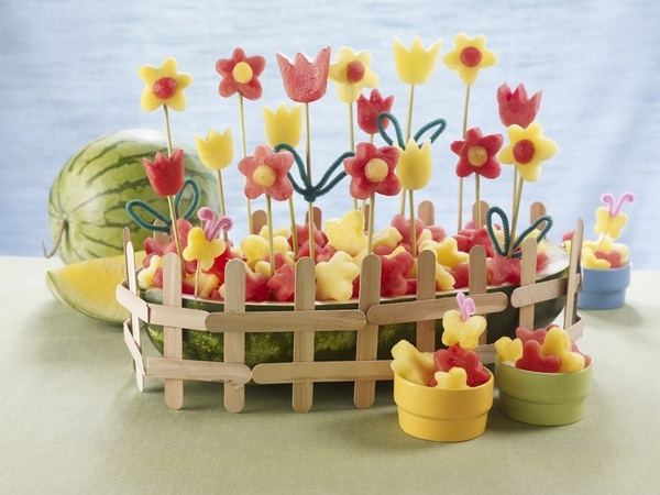 Pretty cute fruit flowers & butterflies - good idea for summer get togethers or a pool party!