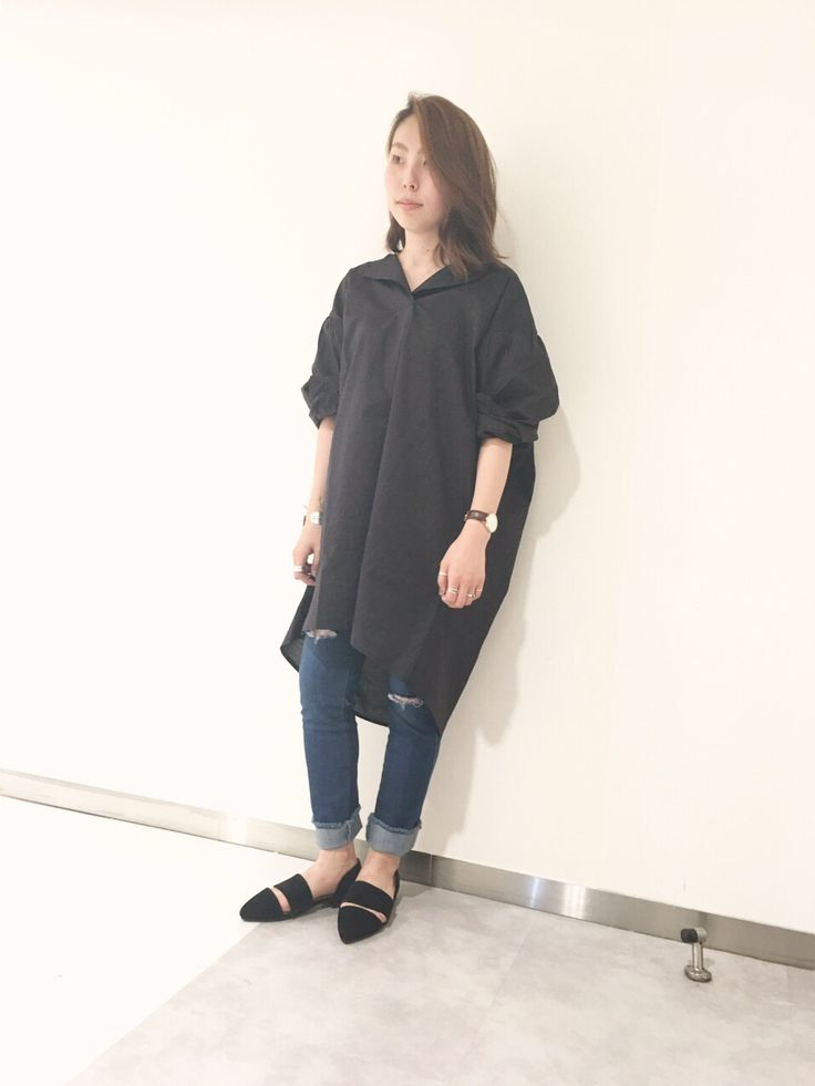 スキッパーシャツチュニック 今年人気のスキッパーシャツです。ロング丈でゆったり着ていただけます。お尻周りも隠してくれるので、タイトなボトムス合わせでもシルエットが気になりません。