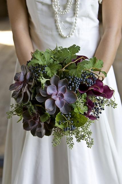 succulents, calla lilies, seeded eucalyptus, geranium, viburnum it has a Vineyard vibe