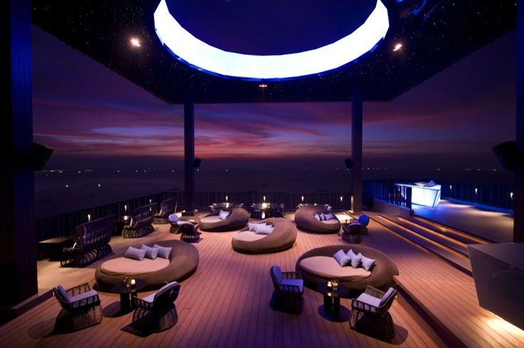 A truly unique and innovative rooftop concept, Horizon is the new restaurant and bar sat high atop the Hilton Hotel, Pattaya. A world unto its own, offering dramatic views of the city by the sea, guests feel transported to their own exclusive clifftop pedestal high above the world. This place for chilled out tunes and the latest professionally concocted drinks and eats has been designed by the world-class architecture and interior design firm dwp. an unparalleled experience in Pattaya…