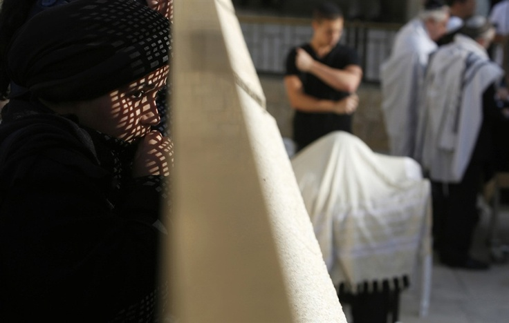 Israel detains five women for wearing shawls in Western Wall prayer protest