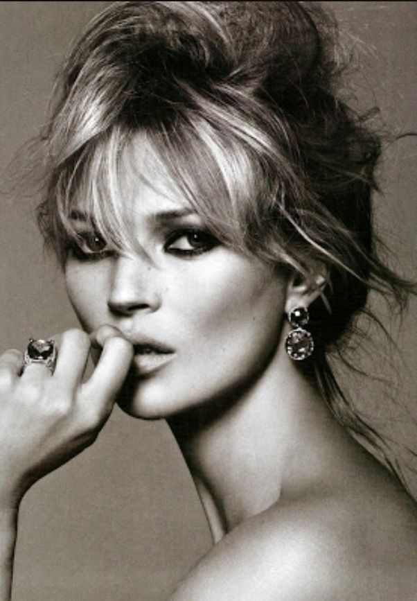 Kate Moss. Stunning makeup! Inspiration for Model Under Cover. #ModelUnderCover #DeadlybyDesign http://www.carinaaxelsson.com