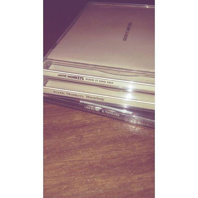 turnerowa/2016/09/22 04:42:03/I want more 💿🎶🎧 #arcticmonkeys #alexturner #suckitandsee #SIAS #AM #humbug #arctic #monkeys #ultraviolence #lanadelrey #cds #albums #płyty #goodmusic #music #jamiecook #nickomalley #matthelders #evening #autumnfeelings #cold #listeningtomusic #chillout