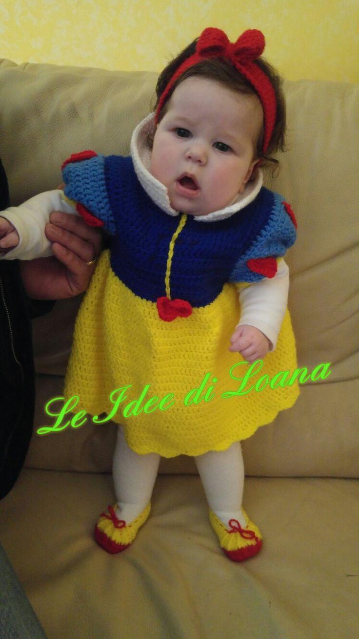 Costume carnevale bambina Biancaneve in lana a uncinetto.