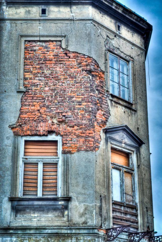 Okno na Pradze, Warszawa #window #bricks #warsaw