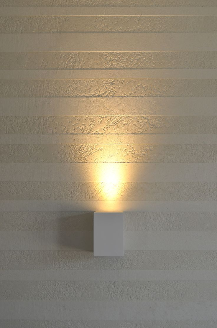 """ClayLime - Claystone luonlonmukaisella sisustuslaastilla tehty """"raita""""seinä. ©Dekotuote"""