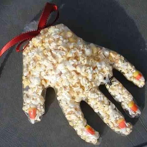 Monster Paws - Halloween Pop Corn Hands snack