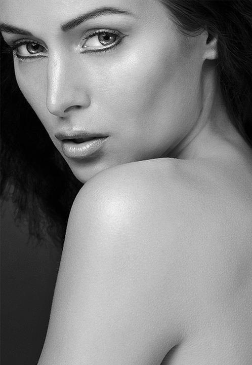 """ Naturel Beauty Series""   Make-up & Hair:  Felicia Williams  © Ron de Wildt"