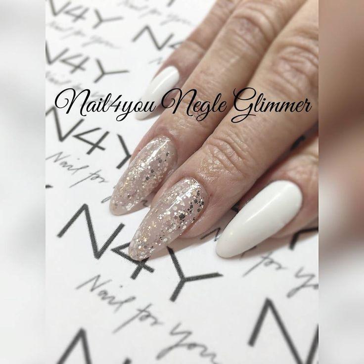 Negle Glimmer i en flot sølv Magic negle glimmer. Simpelt og nemt Nail art design. Køb negle produkter hos Nail4you.dk