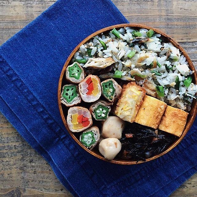 tami_73 on Instagram pinned by myThings ✎ 肉巻き弁当。 ✎  オクラの肉巻きと、パプリカ&大根の肉巻き。 ご飯には昨日の鯖の塩焼きをほぐしたものと、春菊の胡麻和えを刻んだのと、白胡麻をまぜまぜ。 今日の卵焼きは目を離したすきにほんのりこんがりボーイに……🍳 柴漬け乗せ忘れたぁ〜〜〜〜 ✎  がんばれ水曜日〜٩( ᐛ )و  #tami弁