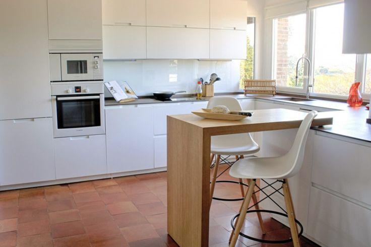 mała kuchnia, stół w kuchnia, kuchnia z jadalnią  Zobacz więcej na: https://www.homify.pl/katalogi-inspiracji/11030/kuchnie-z-miejscami-do-siedzenia