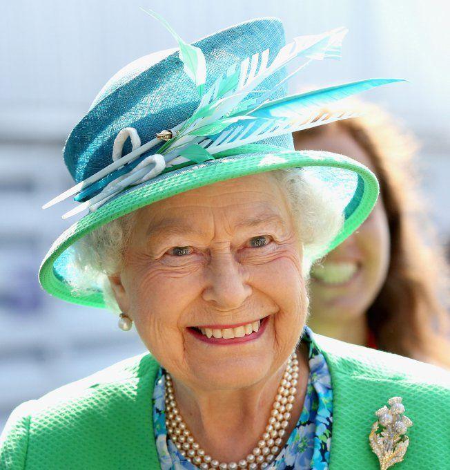 La Reine Elisabeth II en tailleur vert                                                                                                                                                      Plus