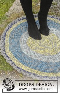 "Crochet DROPS carpet with slip stitches in 2 strands ""Eskimo"". ~ DROPS Design.  FREE PATTERN 9/14."