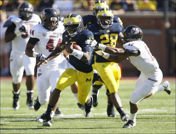 michigan football denard robinson | Michigan's Denard Robinson streaks past Randall Jette and the rest of ...