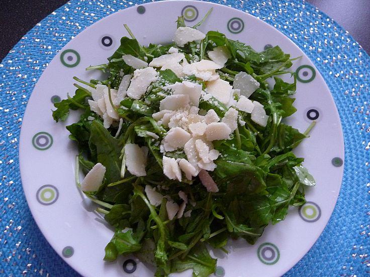 Rucola Salat mit einem Balsamico-Honig-Kürbiskernöl Dressing, ein sehr schönes Rezept aus der Kategorie Vegetarisch. Bewertungen: 4. Durchschnitt: Ø 3,7.