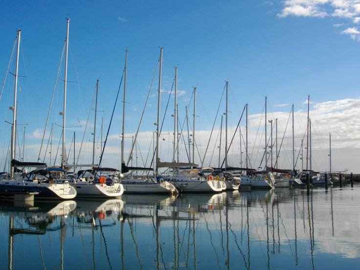 A Marina Parque das Nações localiza-se numa zona residencial calma, mas ao mesmo tempo dinâmica e cosmopolita, o que faz dela o local ideal se quiser pernoitar na sua embarcação!