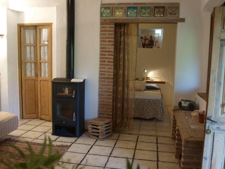 Salón con chimenea en la Casa Rural Tai