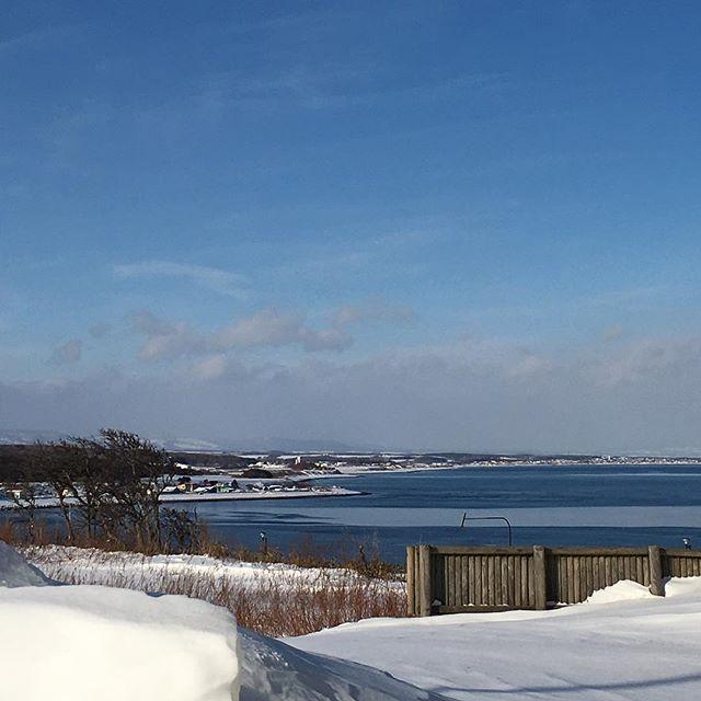 【chiyoko1530】さんのInstagramをピンしています。 《#カコソラ#空#雲#海#オホーツク海#北海道#田舎#冬景色》