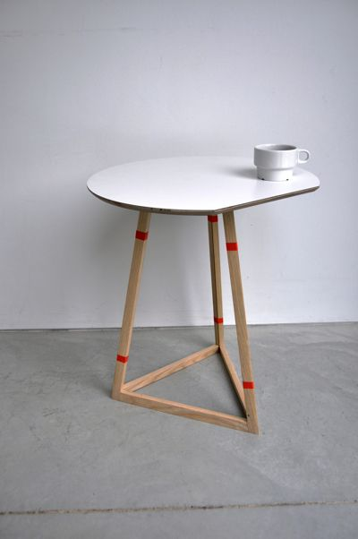 AM   Tape The Frames Of The Table Are Held Together With Tape Into A  Triangle. Minimalistische MöbelIntelligentes ...
