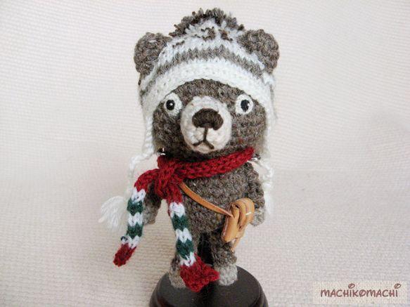**耳出し帽子のクマ(白×茶)**大きさ:帽子をかぶった状態で15cm(クマ本体 13cm)定番カラーの茶色のクマちゃんに耳が出せる帽子をかぶせま...|ハンドメイド、手作り、手仕事品の通販・販売・購入ならCreema。