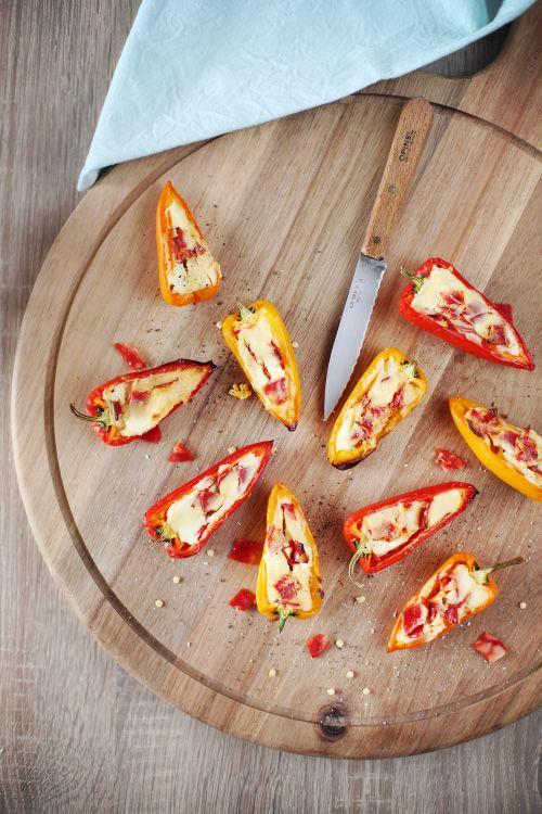Pour l'apéritif, ces mini-poivrons sont vraiment top. La recette est très rapide à faire et on se régale ! J'ai utilisé du fromage fouetté Madame Loïk, du