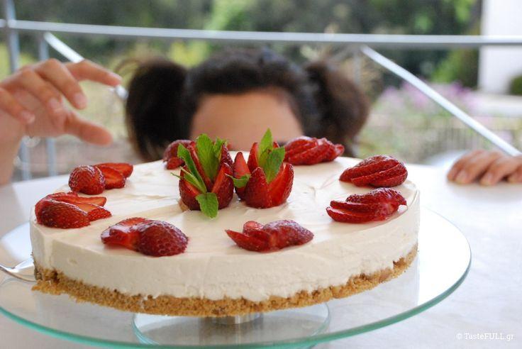 Η γεύση αυτού του cheesecake είναι ελαφριά. Περισσότερο κρεμώδης από γιαούρτι, λιγότερο λιπαρή από τυρί κρέμα, στέκεται με καμάρι στο ύψος της.