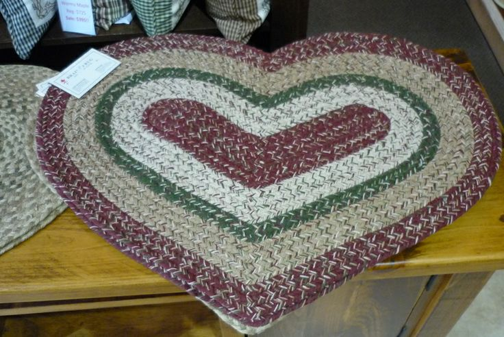 Braided Heart Rug...spread the love!  http://www.thecuttersedge.com/products/index.php?s=2410