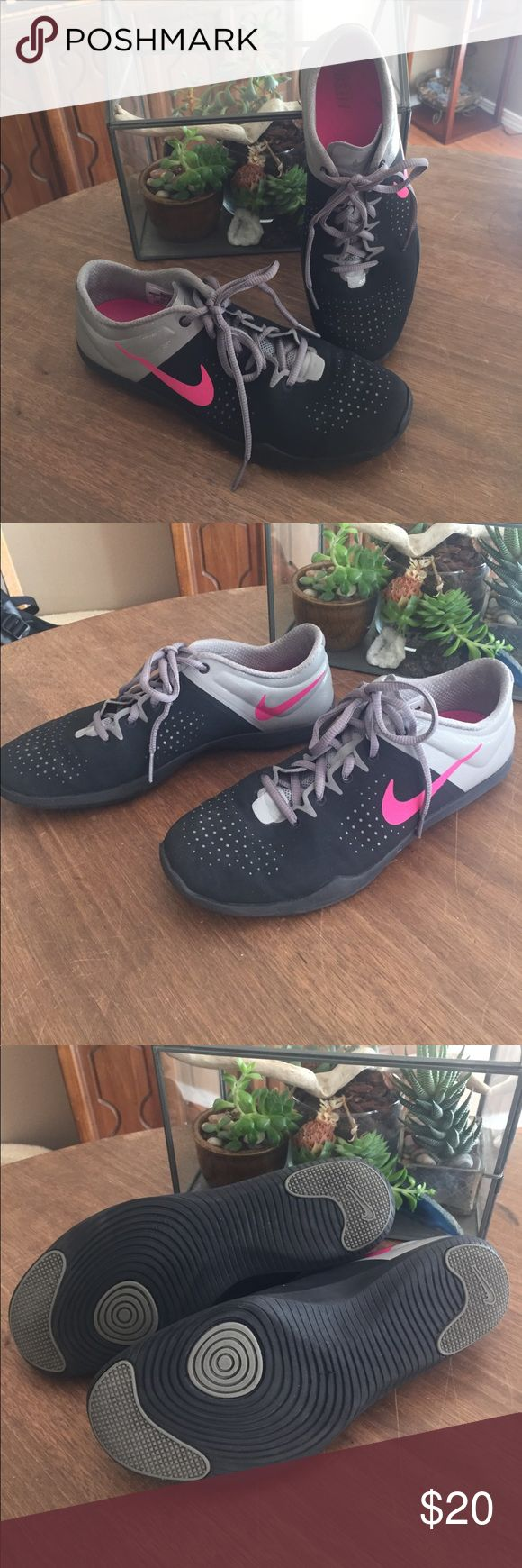 NIKE dance tennis shoes sz 9 Great lightweight Nike shoes, perfect for dance classes! Only worn a couple times to/from/at the gym for Zumba and BodyJam classes. Great condition. and perfect colors to go with almost anything. Nike Shoes Athletic Shoes