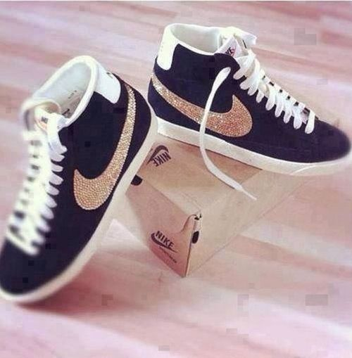 black and gold nike shoes WANT THESE SO BAD 7691909ed78