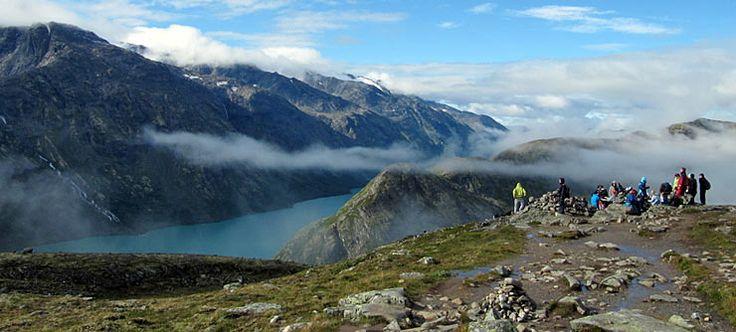 Er is een netwerk van goed onderhouden, gemarkeerde paden en hutten in heel Noorwegen. Zoek naar wandelaanbiedingen en lees over de berggebieden.
