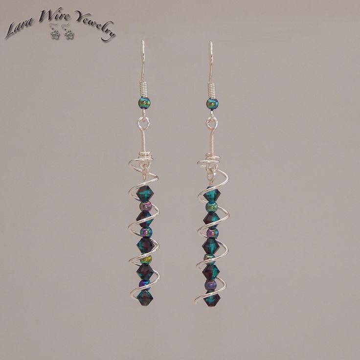 Ezüstözött drótból, kézzel készített fülbevaló Swarovski gyöngyökkel. - Silver plated wire, handmade earrings with Swarovski pearls.