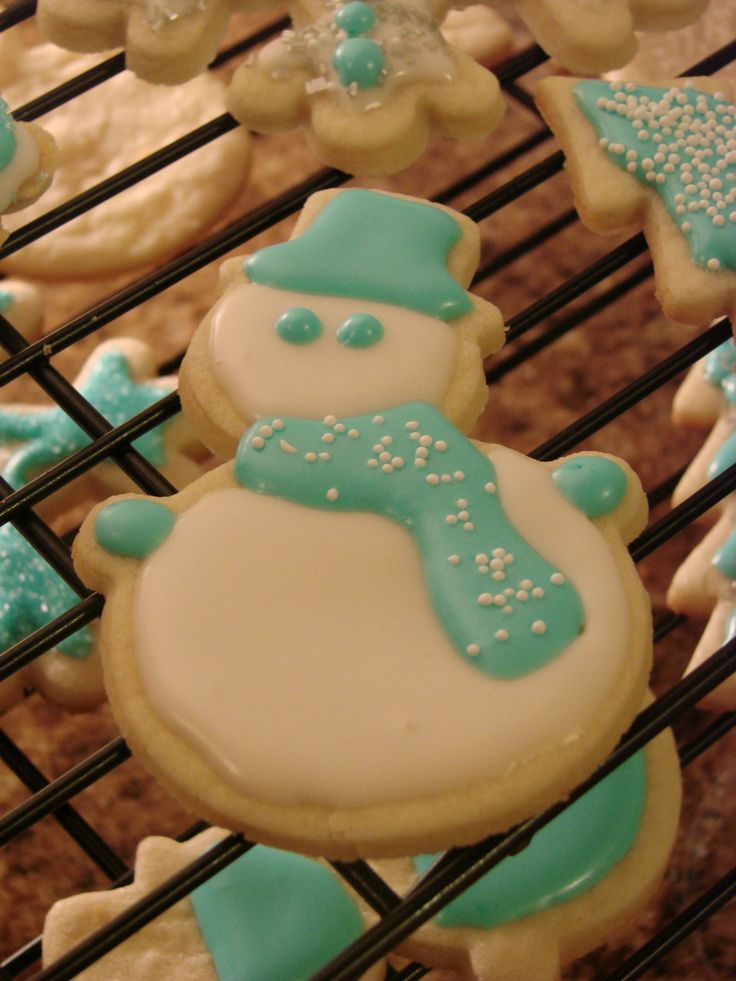 I think he's my favorite.: Frosty Cookies, Sugar Cookies, Christmas Cookies, Green Cookies, Decor Cookies, Snowman Decor, Frostings Colors, Frosty The Snowmen, Snowman Cookies