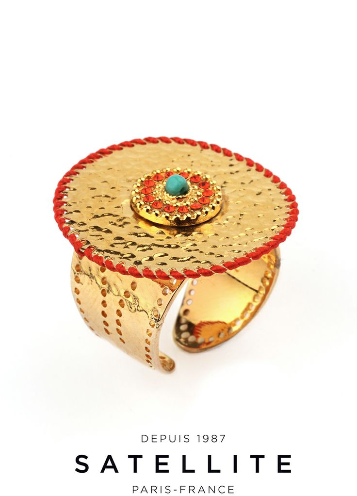 We love the hammered metal edged with silk thread for an eye catching effect. A euphorising Satellite ring. #bague #ring #jewelry #bijoux