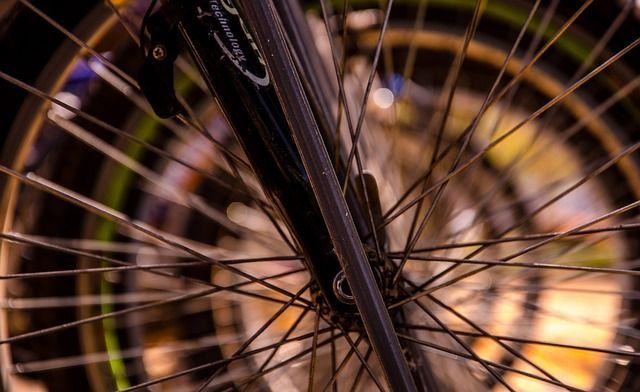 Hur man installerar hastighetsmätare på cykeln --> http://wolber.se/hur-hastighetsmatare-cykeln/