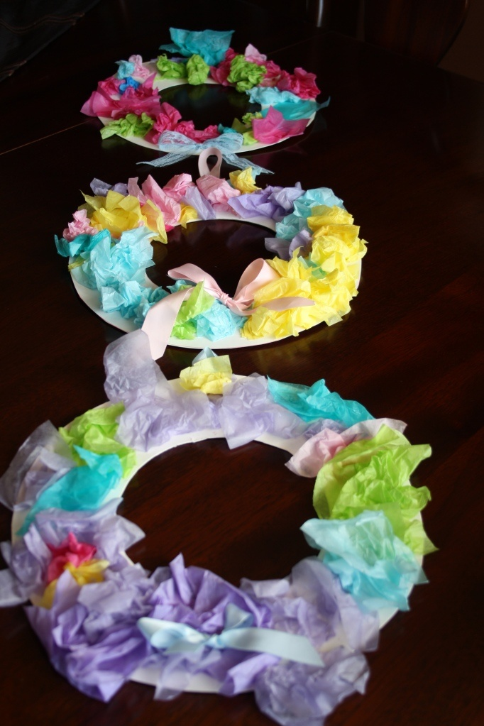 tissue paper Easter wreath - happy hooligans (could  use for spring too): Paper Wreaths, Paper Easter, Easter Crafts, Kids Crafts, Easter Wreaths, Happy Hooligans, Spring Wreaths, Tissue Paper, Paper Plates