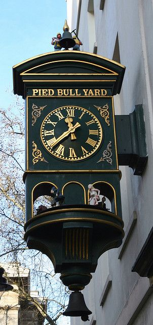 Pied Bull Yard ~ an old fashion London Pub in the heart of Bloomsbury.