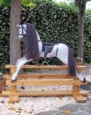 Gung häst med skimmel färg i massiv furu från Manorstyel